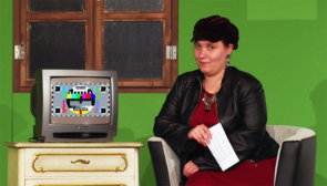 Foto: Moderatorin Johanna Seibel in den Kulissen der Studiobühne der UPB.