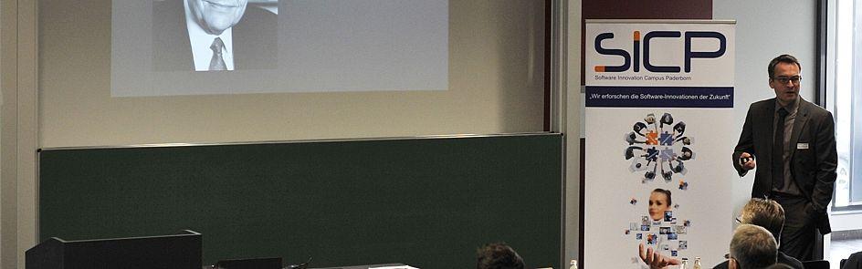 Prof. Dr-Ing. Jan Pelzl, Hochschule Hamm-Lippstadt, beim Hauptvortrag 2016